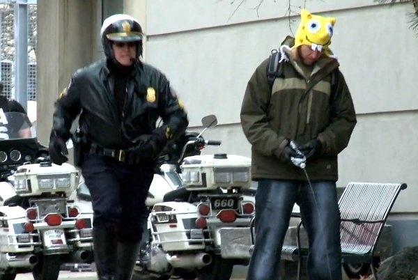 d534ab70f9253b9cce832791c17b66ff - Broma de cámara oculta a policias