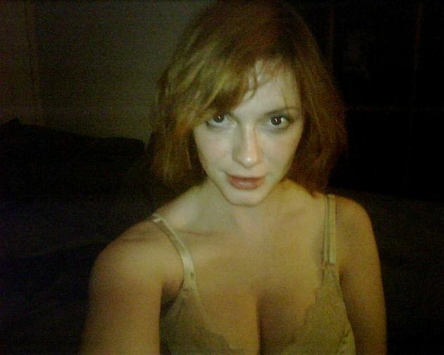 d73759a77bbb85c7ab1a610a42e8c57b - Las fotos robadas de la explosiva protagonista de Mad men, Christina Hendricks