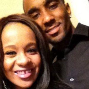 Revuelo: la hija de Whitney de novia con su hermano 26