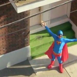 Superman de la vida real graba un Corto 22