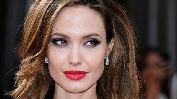 Angelina postergó su boda por celos a Jennifer 14