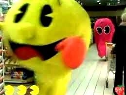 Pac Man de la vida real aterroriza a la gente 14