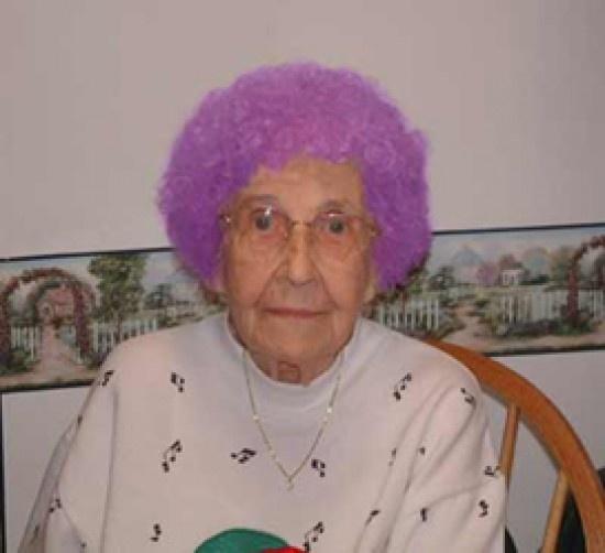 NASA investiga el extraño color de pelo de una anciana 10