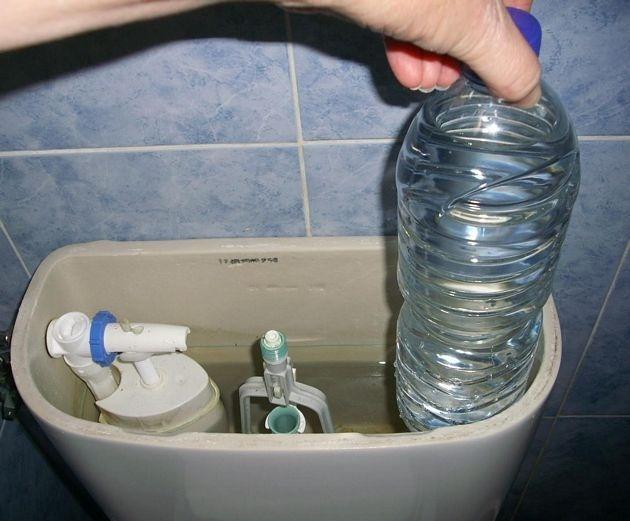 Manual: Ahorra agua y dinero con una botella de plástico en la cisterna del WC 12