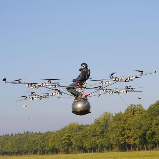Thomas Senkel pilota el primer multicóptero eléctrico con motores RC 7