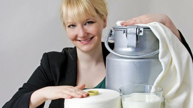 Fabrican revolucionario tejido similar a la seda con leche podrida 26