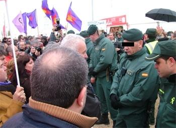 b438a68b469c31d6e2a1609d1c36634c - Cayo Lara, retenido por la Guardia Civil en Villalar en el Homenaje a los Comuneros