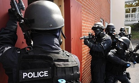 SWAT entra a casa por error, la llena de gas pimienta y ni siquiera se disculpan 5