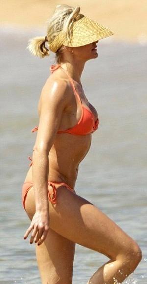 Cameron Díaz (39), bella, soltera y con pechos nuevos 17