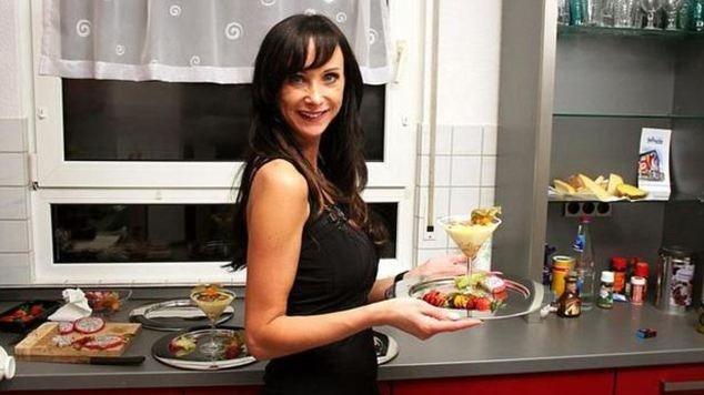 Una modelo se suicida por las burlas sufridas al cocinar en TV 8