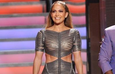 Jennifer López lució un vestido que deja muy poco a la imaginación 10