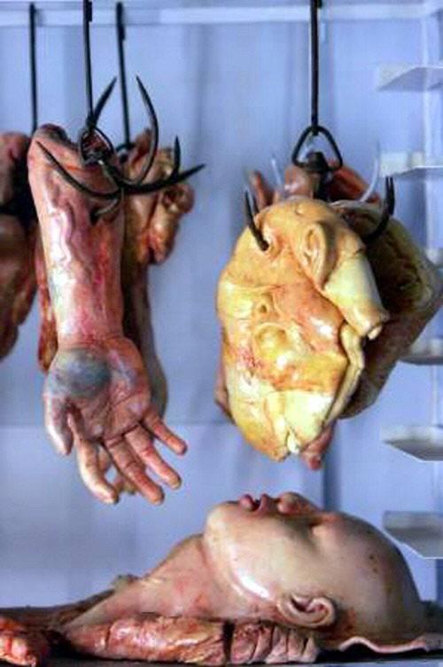 El pan del Horror, vende panes en forma miembros humanos 25