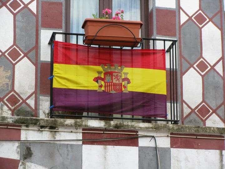 Bandera tricolor de la segunda republica española