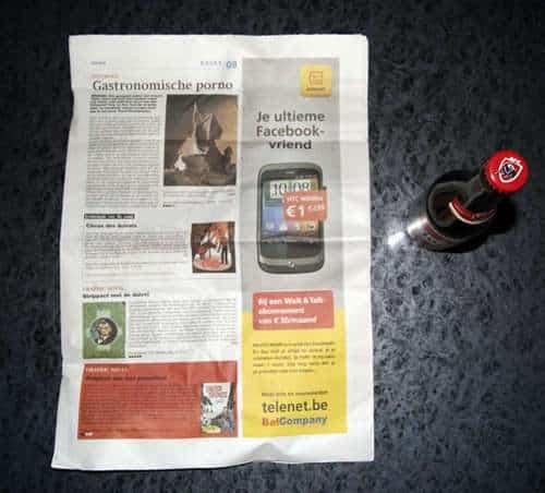 Como abrir una botella de cerveza con una hoja de periódico o un billete 3