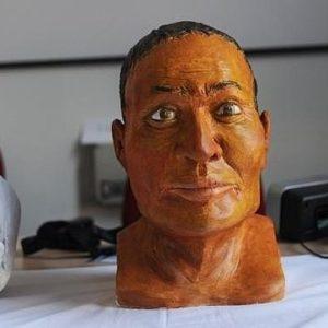 Un intruso en el sarcófago de una momia egipcia 21