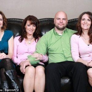 Se casó con dos gemelas y una prima: tienen 24 niños 27