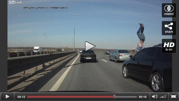62bc30990b2d77eab0f5b6b38df34e15 - Atropellado en la autopista