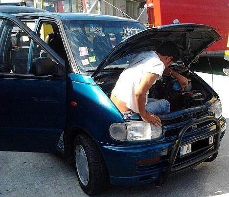 83d805430a76a62d95bd944b328ed4da - Inmigrante afgano pasó 20 horas escondido bajo el capó de un coche