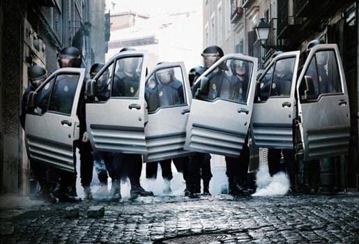 Ford Connect Policía antidisturbios 10