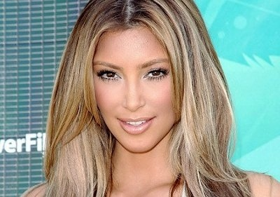 Kim Kardashian sorprende con su cabello rubio 2