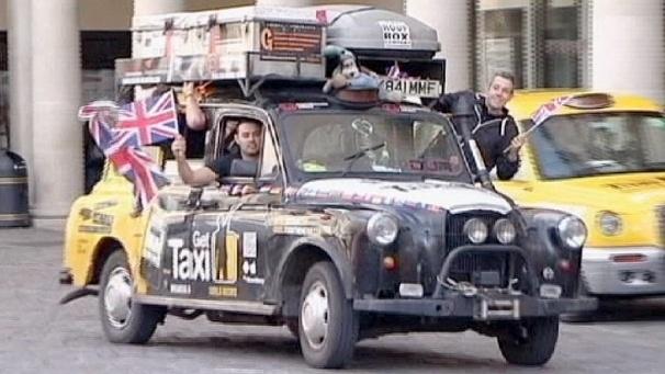 Récord mundial viajando en un taxi durante 450 días por 51 paises 12