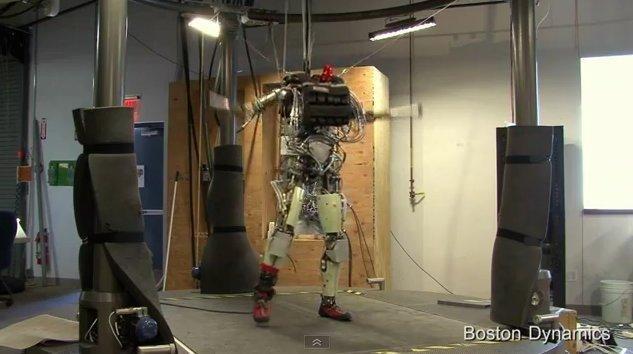 Terminator existe se llama Petman y es un super androide bípedo 10