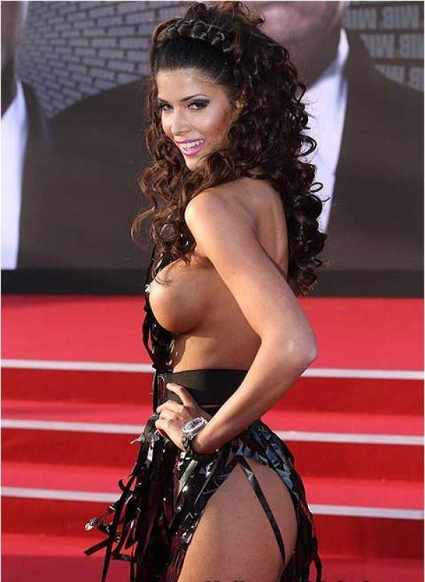 Micaela Schaefer, casi desnuda en el estreno de Men in Black 3 17