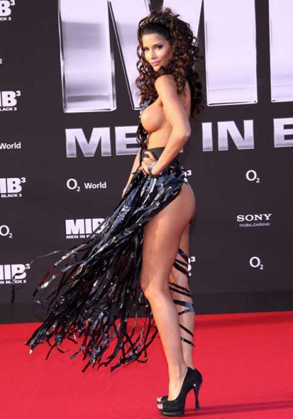 Micaela Schaefer, casi desnuda en el estreno de Men in Black 3 18