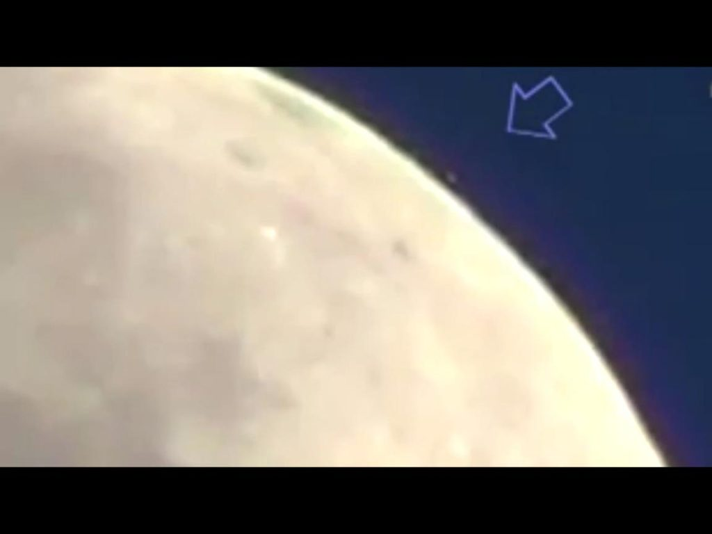 Vídeo de 5 OVNIS aterrizando en la Luna 2
