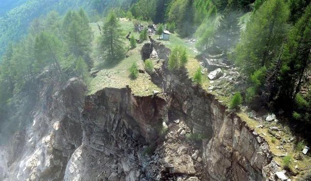 Video una montaña de los Alpes colapsa en pocos instantes 11