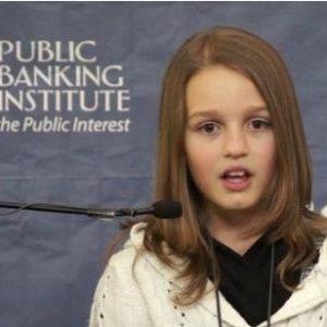 """""""Estamos siendo robados por los bancos y un gobierno cómplice"""": analista de 12 años triunfa en la web 18"""
