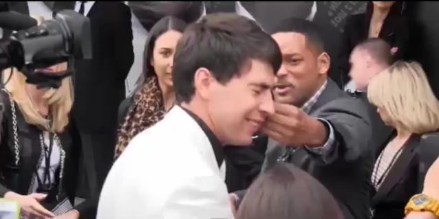 ffa5995d181a68f34f12d434de180904 - Will Smith le pegó a un reportero que intentó darle un beso en la boca