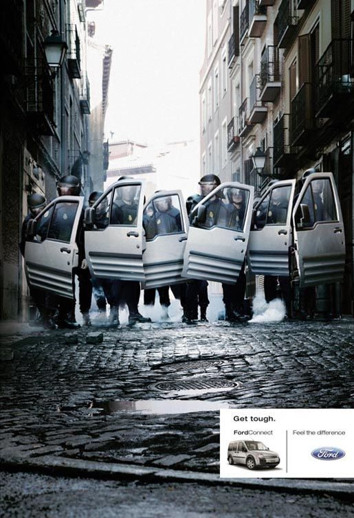 Policía antidisturbios y Ford