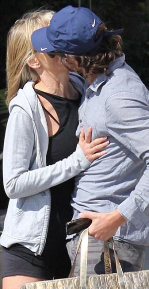 saron 3 - Sharon Stone, feliz con su novio argentino en la playa