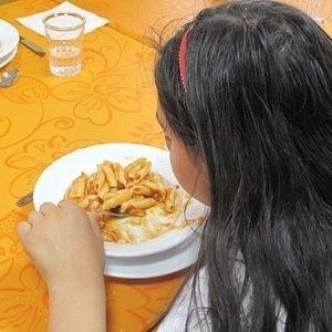 Al colegio con hambre y sin cuaderno: la crisis se ceba con los niños en España 18