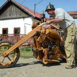 Moto construida completamente de madera 22