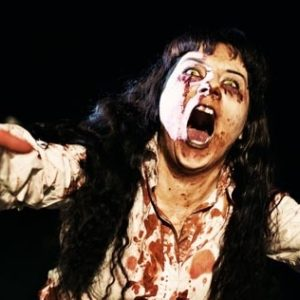 Un pueblo realiza un simulacro de emergencias ante un ataque de zombies 16