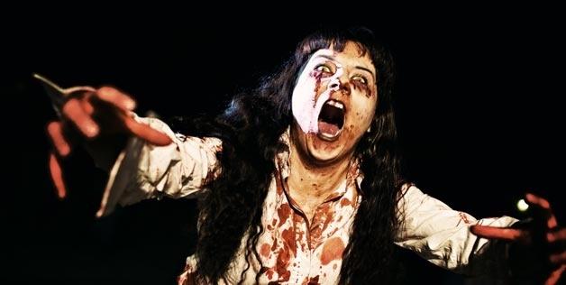 Un pueblo realiza un simulacro de emergencias ante un ataque de zombies 14