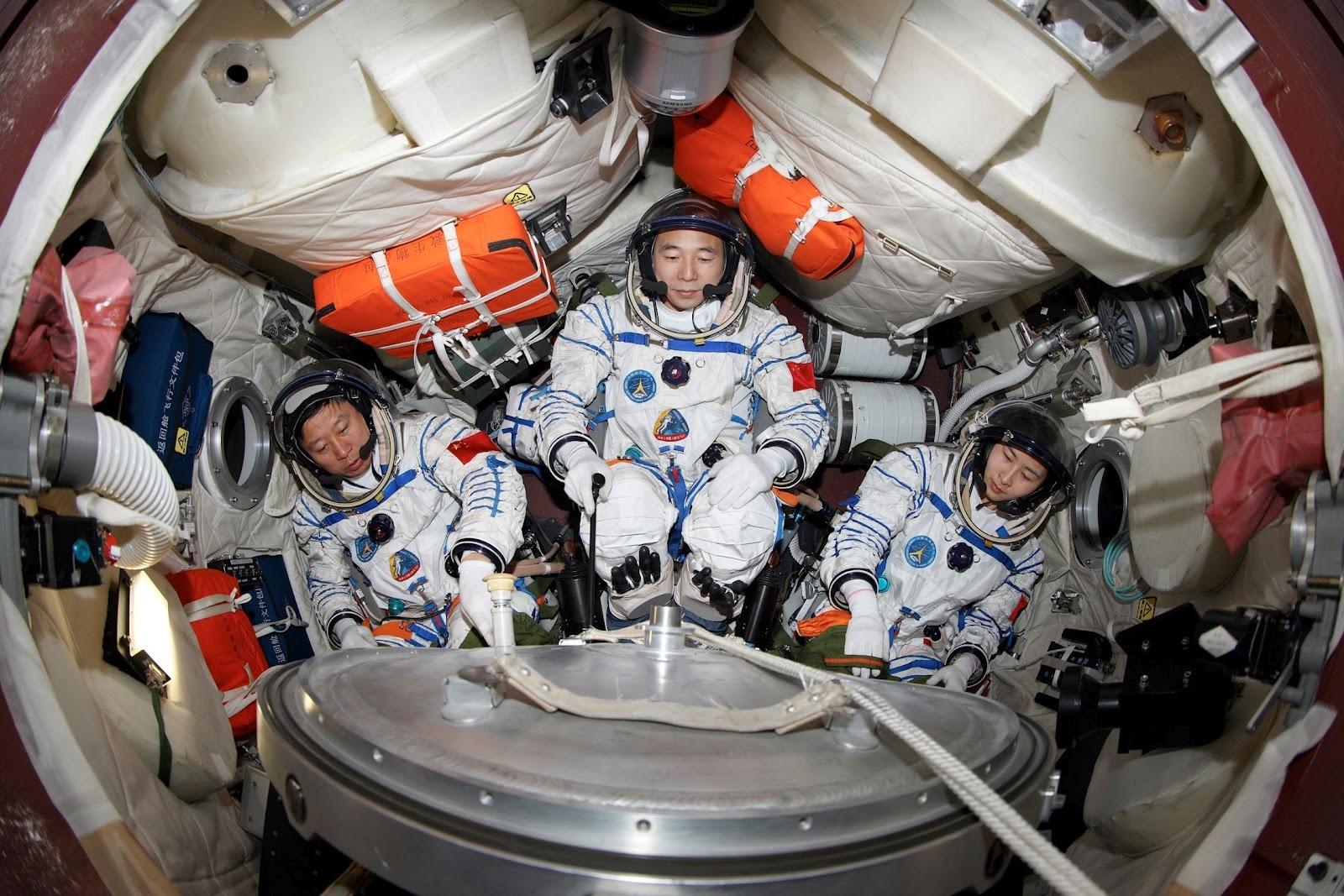 China acopla manualmente la cápsula Shenzhou 9 al módulo Tiangong 1 11