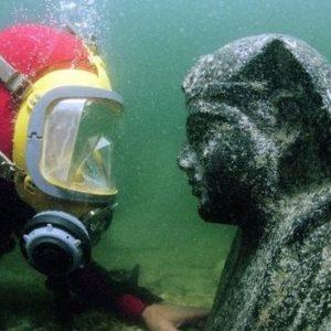 La impresionante estatua de Cleopatra hallada en el mar 23