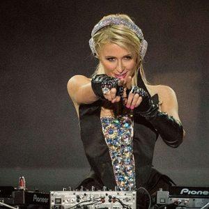 Desastroso debut de Paris Hilton como DJ 7