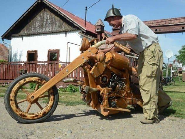 Moto construida completamente de madera 16