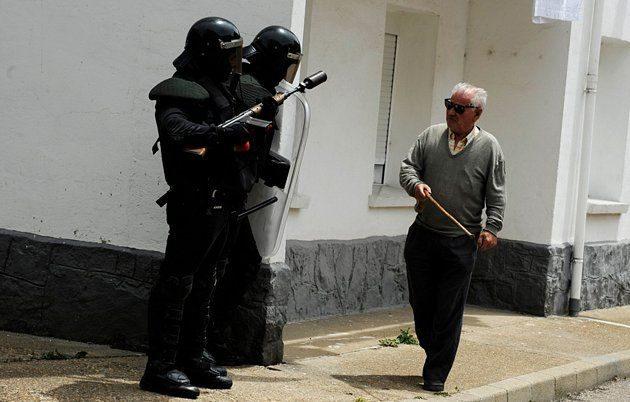 Batalla campal en Ciñera entre guardias civiles y mineros 22