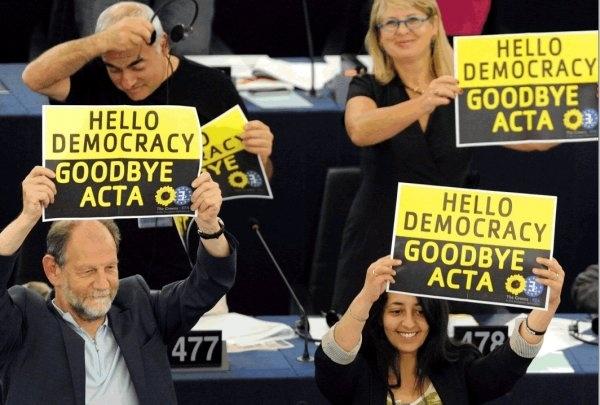 Hola democracia adiós ACTA y Kim Dotcom anuncia en Twitter el regreso de Megaupload 12
