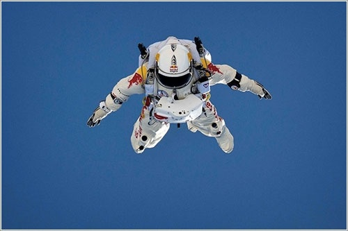 Red Bull Stratos intentará batir el récord de altura de salto en paracaídas en agosto, y de paso romper la barrera del sonido 2