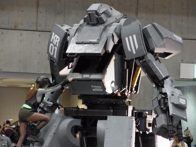 Robot Mecha armado que dispara al sonreír 11