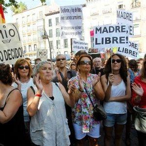 Un centenar de mujeres reclama el aborto libre en la sanidad pública 22
