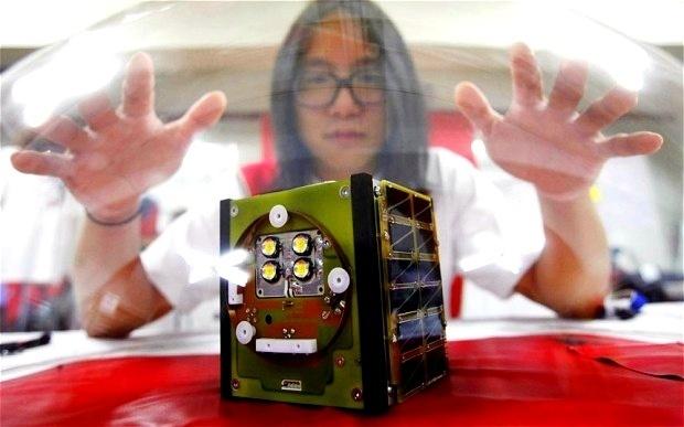 Artista surcoreano lanzara al espacio su propio satelite casero 13