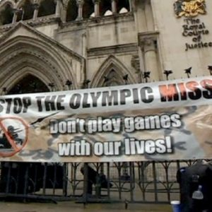 Vecinos de Londres protestan contra los misiles instalados en sus tejados 1