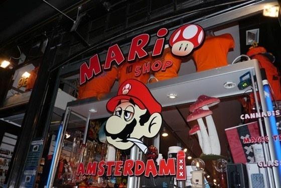 La tienda de drogas de Super Mario Bros en Amsterdam 2
